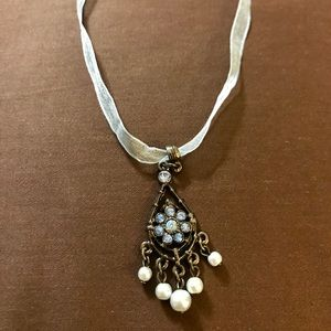 Blue ribboned pearl & blue stone necklace